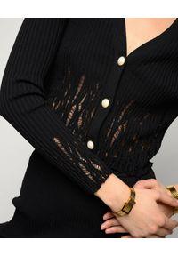 Pinko - PINKO - Czarny sweter Pallamano. Typ kołnierza: dekolt w kształcie V. Kolor: czarny. Materiał: prążkowany, wiskoza, tkanina, dzianina, jeans. Długość rękawa: długi rękaw. Długość: długie. Wzór: aplikacja, ażurowy. Styl: elegancki