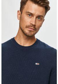 Niebieski sweter Tommy Jeans z okrągłym kołnierzem, na co dzień