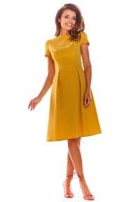 Awama - Żółta Klasyczna Lekko Rozkloszowana Sukienka z Krótkim Rękawem. Kolor: żółty. Materiał: wiskoza, poliester. Długość rękawa: krótki rękaw. Styl: klasyczny
