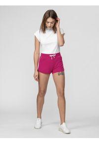 4f - Spodenki dresowe damskie. Kolor: różowy. Materiał: dresówka