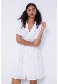 medicine - Medicine - Sukienka Essential. Kolor: biały. Materiał: tkanina. Długość rękawa: krótki rękaw. Wzór: gładki. Typ sukienki: rozkloszowane