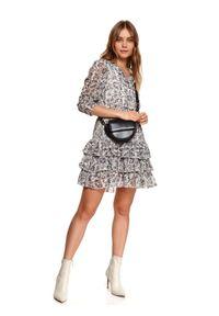 TOP SECRET - Printowana sukienka z falbanami. Okazja: na imprezę, na co dzień. Typ kołnierza: dekolt w serek. Kolor: czarny. Sezon: wiosna. Typ sukienki: proste, rozkloszowane. Styl: elegancki, casual #5
