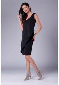 Czarna sukienka wizytowa Nommo bez rękawów, asymetryczna