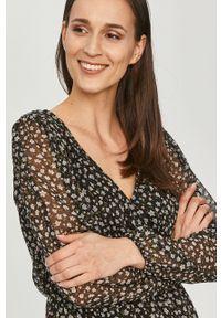 Jacqueline de Yong - Sukienka. Okazja: na co dzień. Kolor: czarny. Długość rękawa: długi rękaw. Typ sukienki: proste. Styl: casual