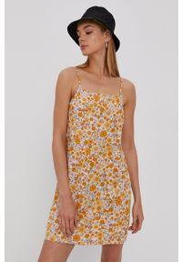 Vans - Sukienka. Okazja: na co dzień. Kolor: żółty. Materiał: tkanina. Długość rękawa: na ramiączkach. Typ sukienki: proste. Styl: casual