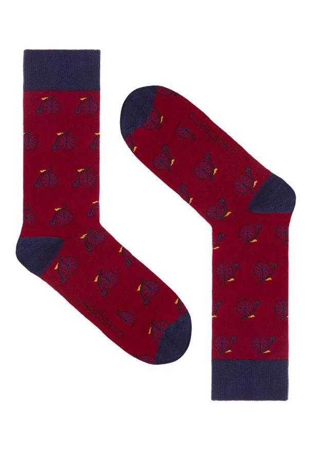 Czerwone skarpetki Lancerto w kolorowe wzory
