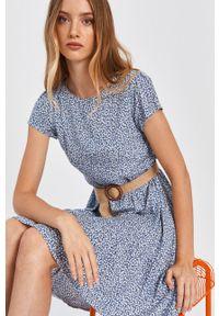 Niebieska sukienka Answear Lab w kwiaty, z okrągłym kołnierzem, na co dzień, mini