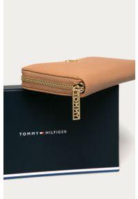Beżowy portfel TOMMY HILFIGER