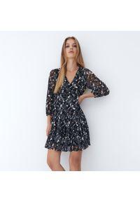 Mohito - Trapezowa sukienka Eco Aware - Czarny. Kolor: czarny. Typ sukienki: trapezowe