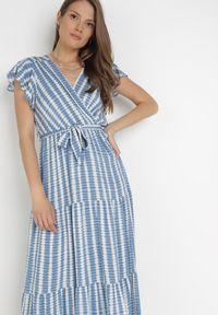 Born2be - Niebieska Sukienka Waeyo. Typ kołnierza: kołnierz z falbankami. Kolor: niebieski. Materiał: tkanina, wiskoza, materiał. Długość rękawa: krótki rękaw. Wzór: prążki, aplikacja. Typ sukienki: kopertowe. Długość: maxi