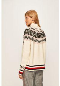 Kremowy sweter TOMMY HILFIGER raglanowy rękaw