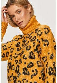 Żółty sweter Silvian Heach z golfem, klasyczny