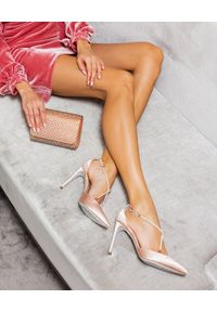 RENE CAOVILLA - Kopertówka mini Ellabrita. Kolor: beżowy. Styl: wizytowy