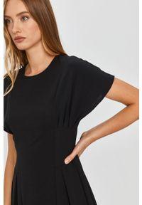 Czarna sukienka Answear Lab wakacyjna, mini, na co dzień