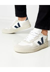 Veja - VEJA - Sneakersy V-10 B-Mesh Nautico. Kolor: biały. Materiał: mesh. Szerokość cholewki: normalna. Wzór: aplikacja