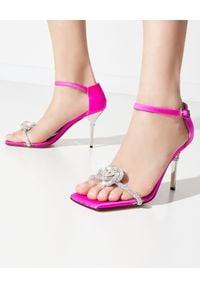 MACH&MACH - Różowe sandały na szpilce z kryształami. Zapięcie: pasek. Kolor: różowy, fioletowy, wielokolorowy. Materiał: jedwab, satyna. Wzór: aplikacja. Obcas: na szpilce. Styl: elegancki. Wysokość obcasa: średni