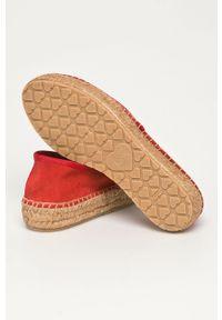 Czerwone espadryle Love Moschino z okrągłym noskiem, na obcasie, na średnim obcasie