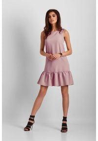 IVON - Różowa Mini Sukienka z Falbanką. Kolor: różowy. Materiał: poliester. Długość: mini