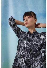 medicine - Medicine - Koszula by Natalia Jura, Grafika Polska. Okazja: na co dzień. Materiał: tkanina. Długość rękawa: długi rękaw. Długość: długie. Styl: casual