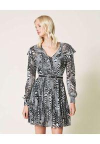 TwinSet - TWINSET - Sukienka midi ze zwierzęcym nadrukiem. Kolor: czarny. Długość rękawa: długi rękaw. Wzór: motyw zwierzęcy, nadruk. Typ sukienki: asymetryczne, koszulowe. Długość: midi