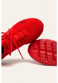 Czerwone sneakersy Puma z okrągłym noskiem, na sznurówki, z cholewką