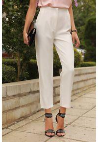 Białe spodnie IVET w kolorowe wzory, biznesowe, do pracy