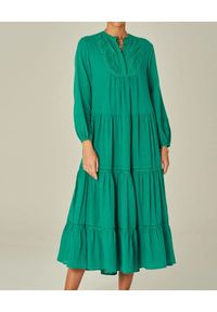 Zielona sukienka midi, z aplikacjami, rozkloszowana, z długim rękawem