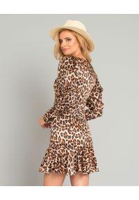 CAROLINE CONSTAS - Jedwabna sukienka w panterkę. Kolor: brązowy. Materiał: jedwab. Długość rękawa: długi rękaw. Wzór: motyw zwierzęcy. Długość: mini