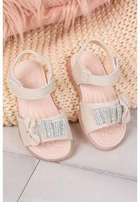 Beżowe sandały Casu eleganckie, w kolorowe wzory, na rzepy, na lato