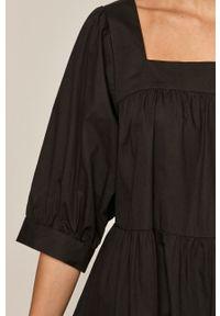 Czarna sukienka medicine prosta, z krótkim rękawem, mini