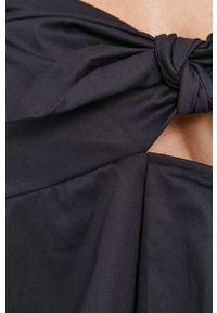 Czarna bluzka Guess gładkie, na co dzień, casualowa, z dekoltem typu hiszpanka