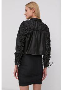 LABELLAMAFIA - LaBellaMafia - Koszula. Okazja: na co dzień. Kolor: czarny. Materiał: tkanina. Wzór: gładki. Styl: casual