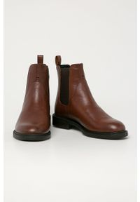 vagabond - Vagabond - Sztyblety skórzane Amina. Nosek buta: okrągły. Kolor: brązowy. Materiał: skóra