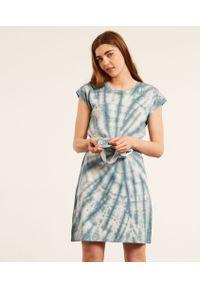 Basil Koszula Nocna Tie And Dye - Niebieski - Etam. Kolor: niebieski. Wzór: nadruk