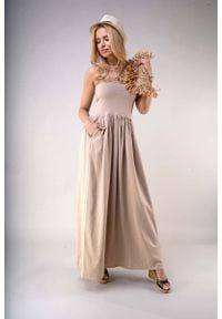 Nommo - Maxi Sukienka z Odkrytymi Ramionami - Beżowa. Kolor: beżowy. Materiał: poliester, bawełna. Typ sukienki: z odkrytymi ramionami. Długość: maxi
