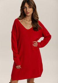 Renee - Czerwona Sukienka Dzianinowa Amantha. Kolor: czerwony. Materiał: dzianina. Długość rękawa: długi rękaw. Wzór: prążki. Długość: mini