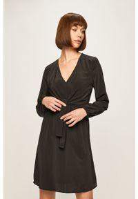 Czarna sukienka Jacqueline de Yong mini, rozkloszowana