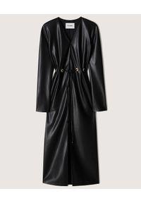 NANUSHKA - Czarna sukienka midi z wegańskiej skóry. Kolor: czarny. Materiał: skóra. Długość rękawa: długi rękaw. Długość: midi