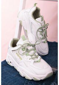 Casu - Białe buty sportowe sneakersy sznurowane casu 204/33g. Kolor: zielony, biały, wielokolorowy