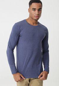 Niebieska koszulka z długim rękawem Born2be