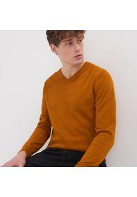 Żółty sweter Sinsay z dekoltem w serek
