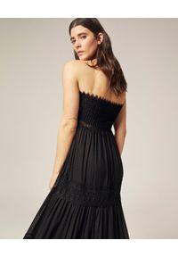 CHARO RUIZ IBIZA - Czarna sukienka maxi Zoe. Kolor: czarny. Materiał: bawełna, koronka. Wzór: koronka, aplikacja. Typ sukienki: z odkrytymi ramionami. Styl: boho. Długość: maxi