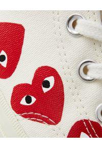 COMME DES GARCONS PLAY - Białe trampki długie z sercami. Okazja: na co dzień. Wysokość cholewki: przed kolano. Nosek buta: okrągły. Kolor: biały. Materiał: dresówka, guma. Szerokość cholewki: normalna. Styl: casual #2