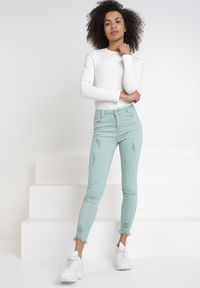 Miętowe spodnie skinny Born2be