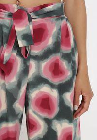 Born2be - Zielono-Różowe Spodnie Elitea. Stan: podwyższony. Kolor: zielony. Długość: długie. Wzór: paski. Sezon: lato, wiosna