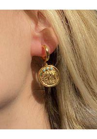 HERMINA ATHENS - Wiszące kolczyki z turkusami Akira. Materiał: srebrne, pozłacane. Kolor: złoty. Wzór: aplikacja. Kamień szlachetny: turkus
