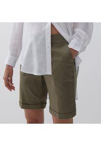 Reserved - Gładkie szorty - Khaki. Kolor: brązowy. Wzór: gładki
