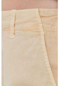 Pepe Jeans - Szorty JUNIE. Okazja: na co dzień. Kolor: beżowy. Materiał: materiał. Wzór: gładki. Styl: casual