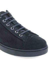 GIANVITO ROSSI - Czarne sneakersy Low Top. Nosek buta: okrągły. Zapięcie: sznurówki. Kolor: czarny. Materiał: zamsz, guma