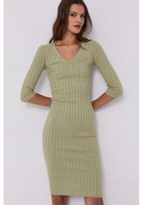 Guess - Sukienka. Kolor: zielony. Materiał: dzianina. Wzór: gładki. Typ sukienki: dopasowane